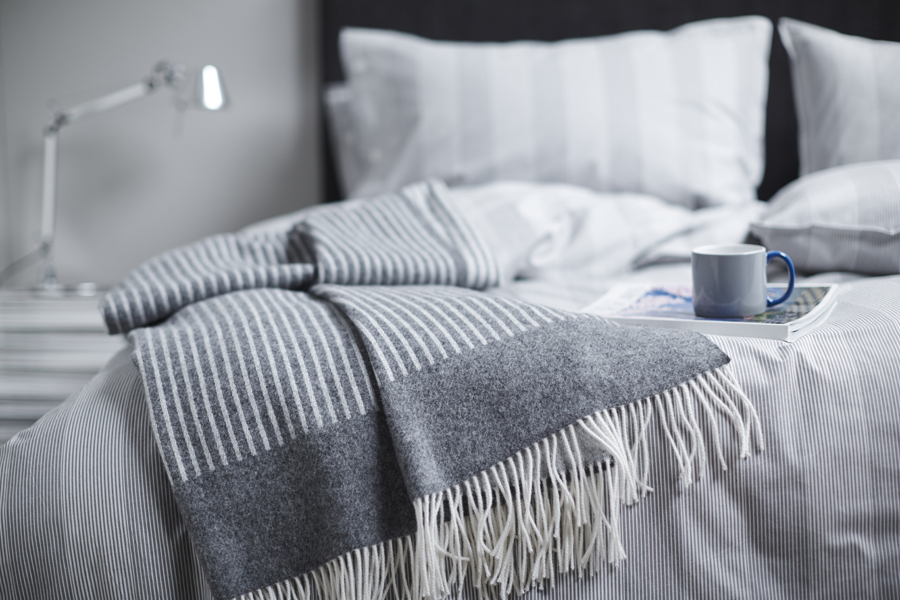 RO Throw Troy Charcoal 01 LR